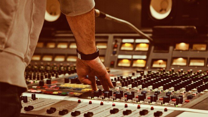 Superior Song Writing, Guide To Songwriting – The Best Way To Learn To Write Good Songs?, A Best Reviews